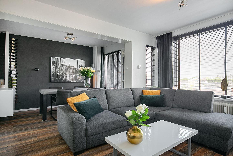 Volledig gerenoveerde appartement met zonnig balkon en uitzicht over de stad
